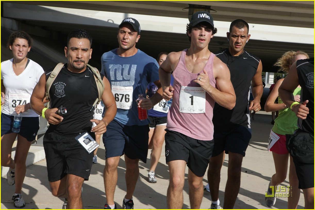joe jonas special olympics run 05
