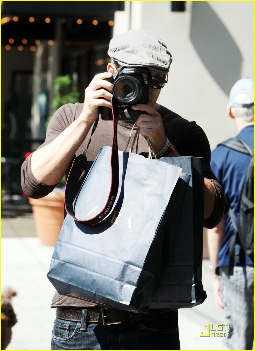 kellan lutz pokes fun paps 16