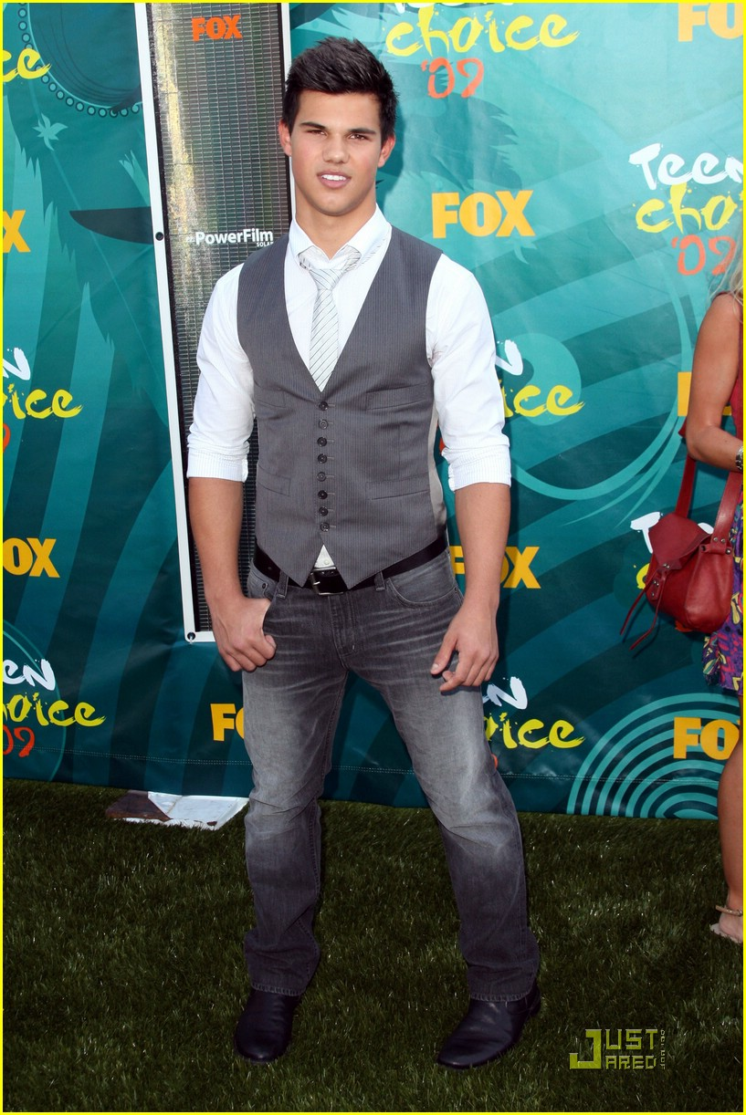 taylor lautner tca awards 01