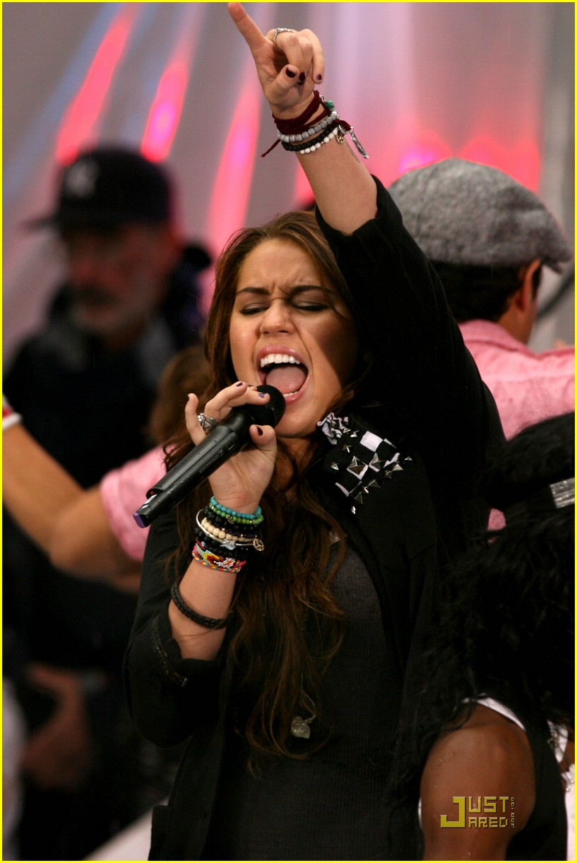 miley cyrus today show concert 01