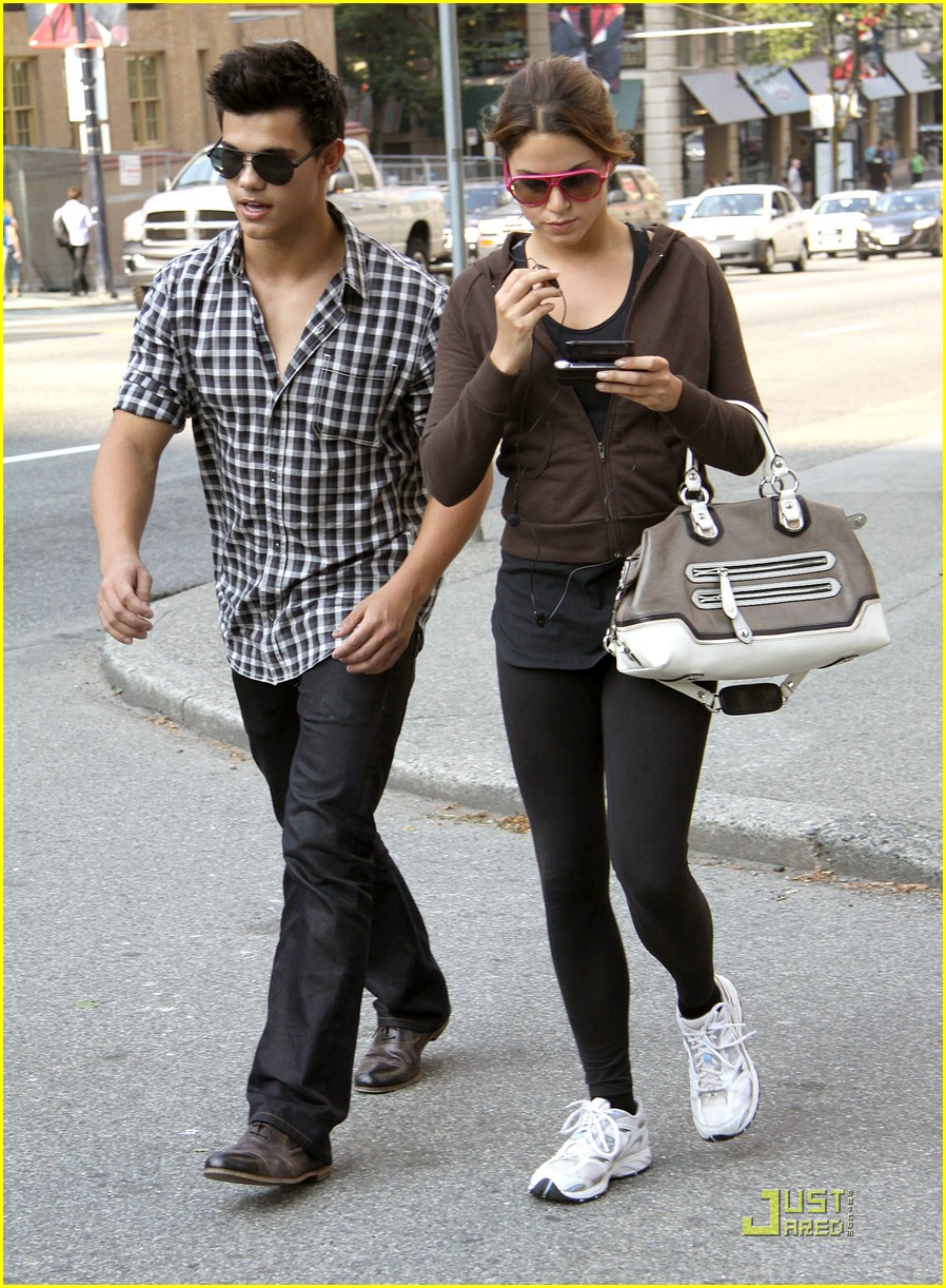 nikki reed taylor lautner say cheese 07