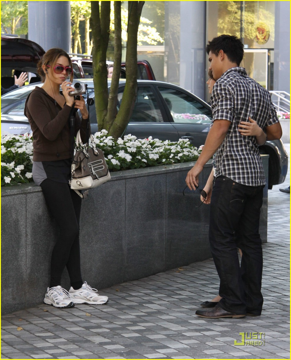 nikki reed taylor lautner say cheese 09