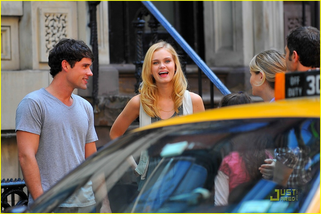 sara paxton on set smiley 11