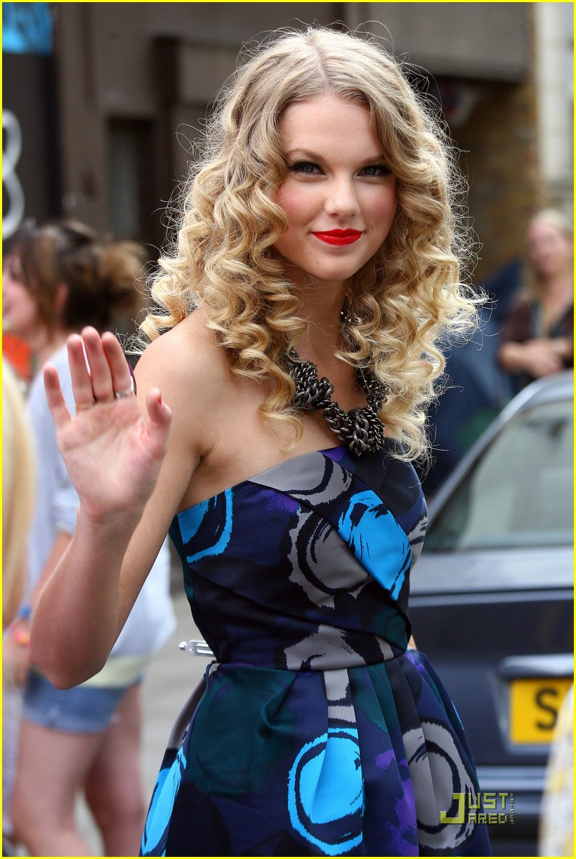 taylor swift coca cola cute 22