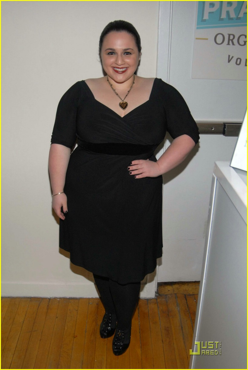 nikki blonsky very valemont 01