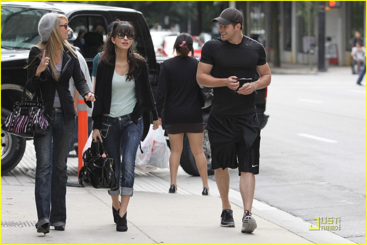 christian serratos kellan lutz black shirt 02