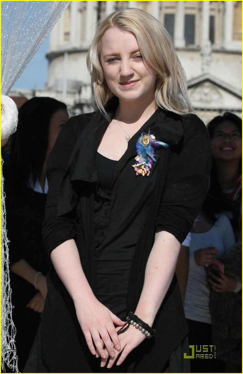 evanna lynch balloon launch 01