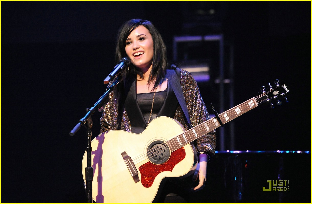 demi lovato concert hope 02