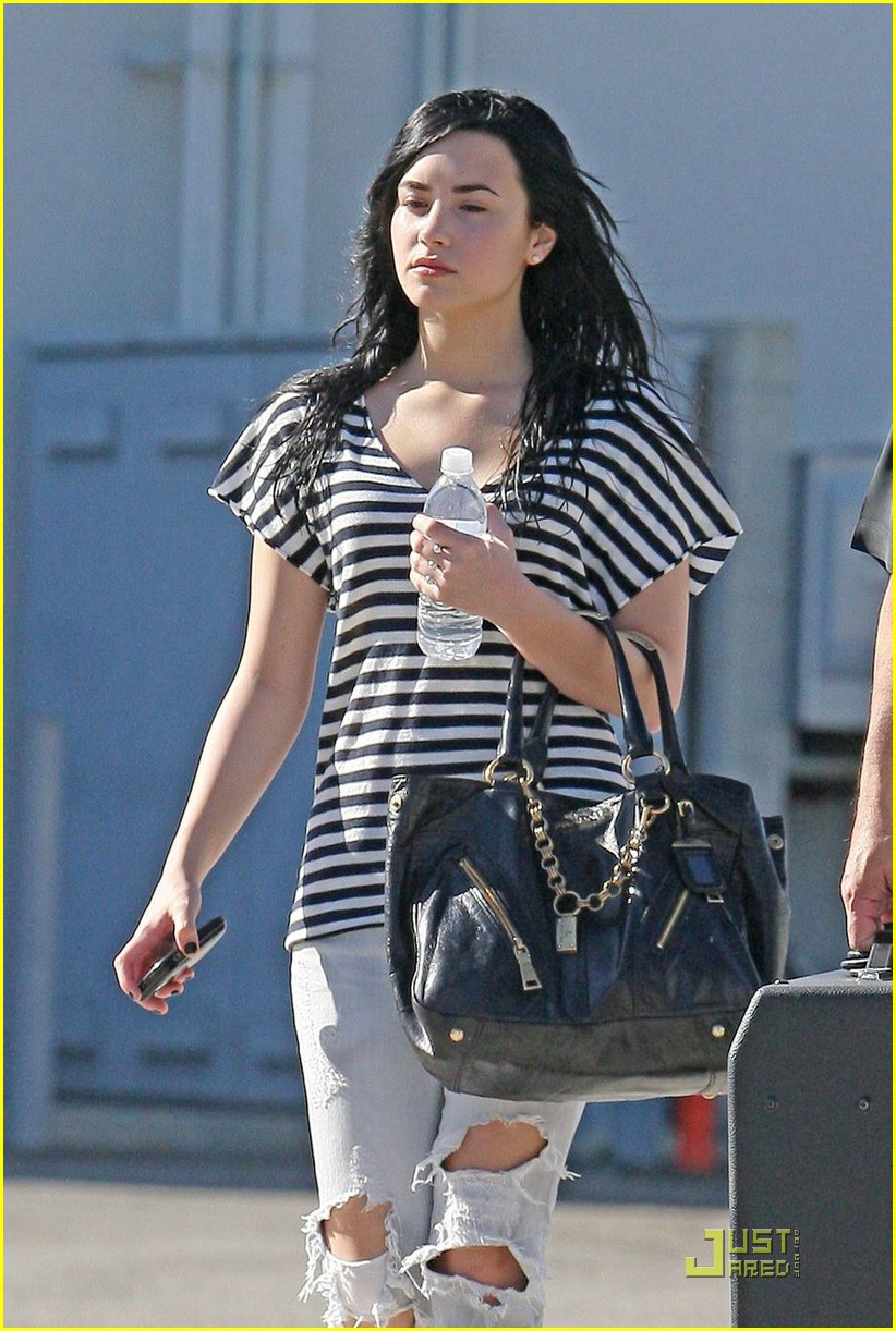 demi lovato joe jonas toluca lake 02