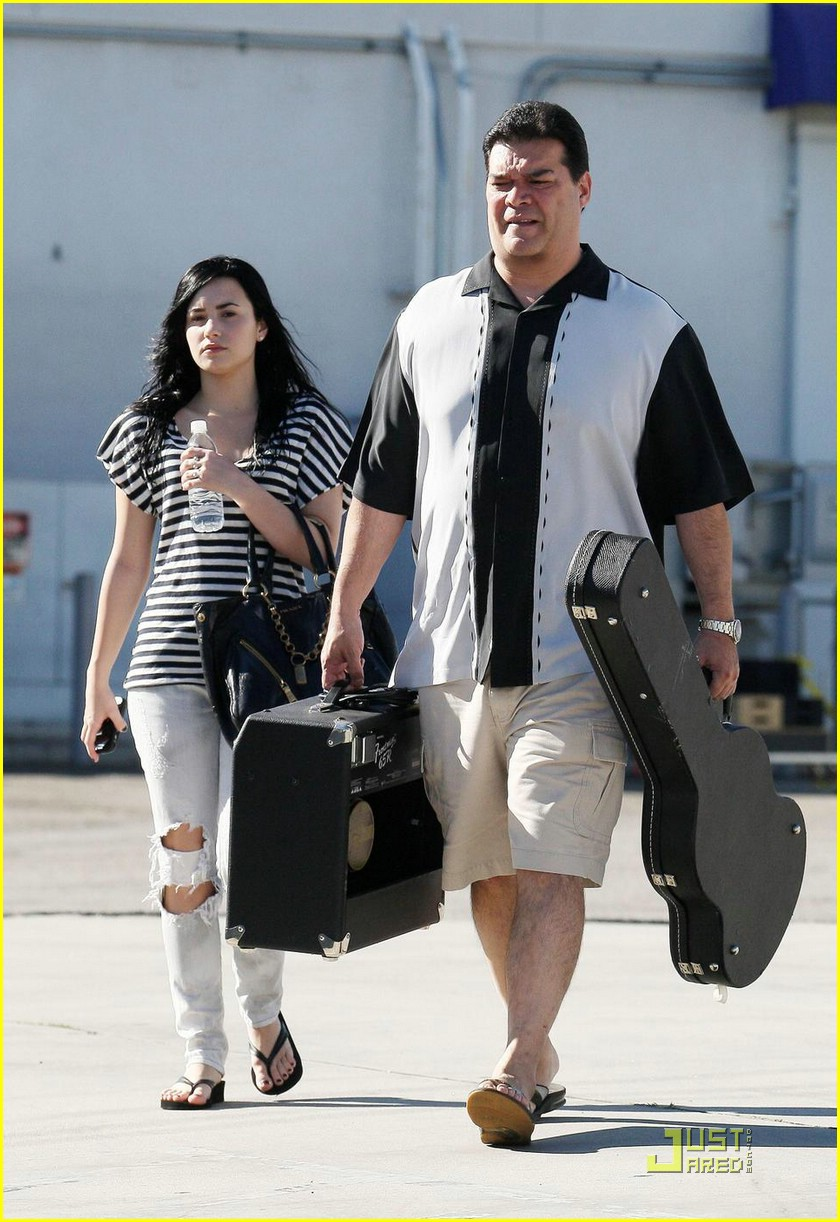 demi lovato joe jonas toluca lake 06