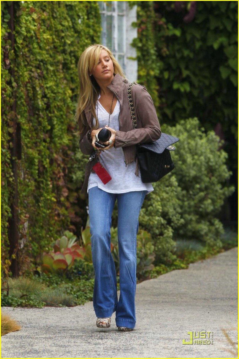 ashley tisdale rainy tuesday 02