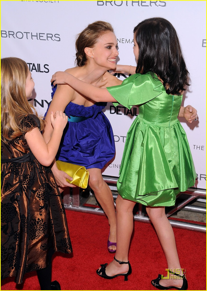 bailee madison brothers premiere 08