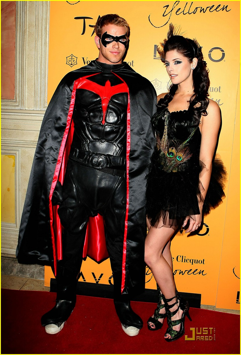 ashley greene kellan lutz yelloween 01