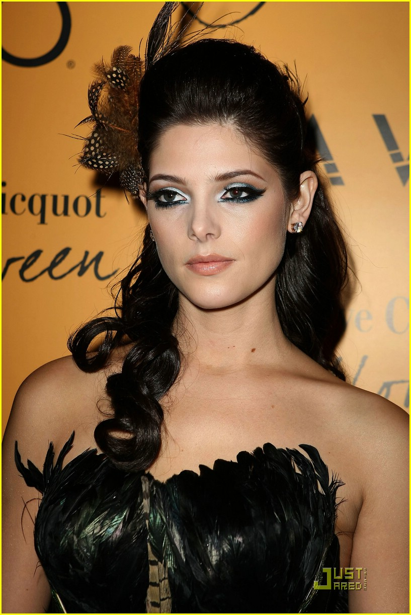 ashley greene kellan lutz yelloween 06