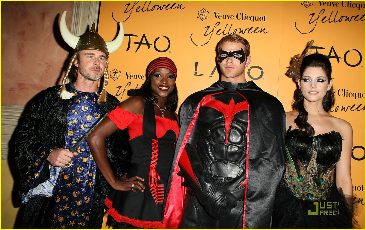 ashley greene kellan lutz yelloween 07