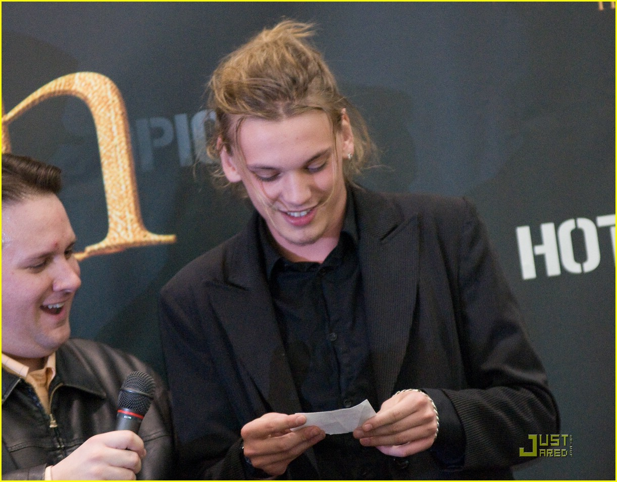 jamie campbell bower hot topic hot 05