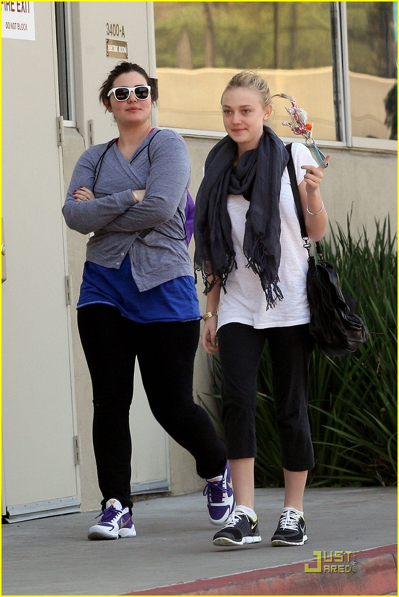 Full Sized Photo of dakota fanning alessandra garcia ... Dakota Fanning