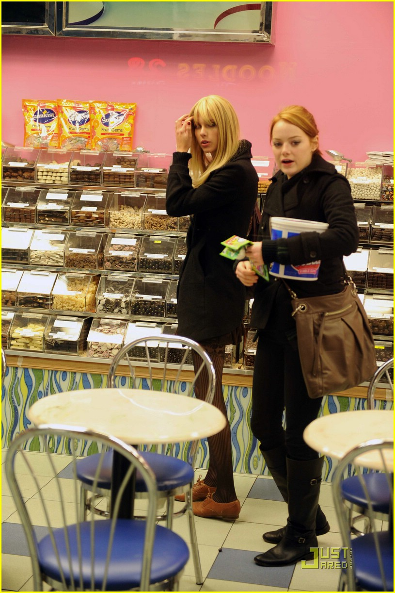 emma stone taylor swift baskin robbins 01