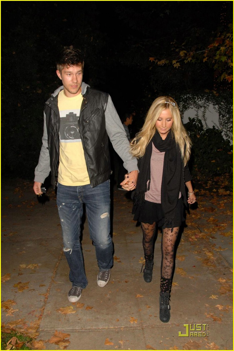 ashley tisdale scott speer christmas couple 02