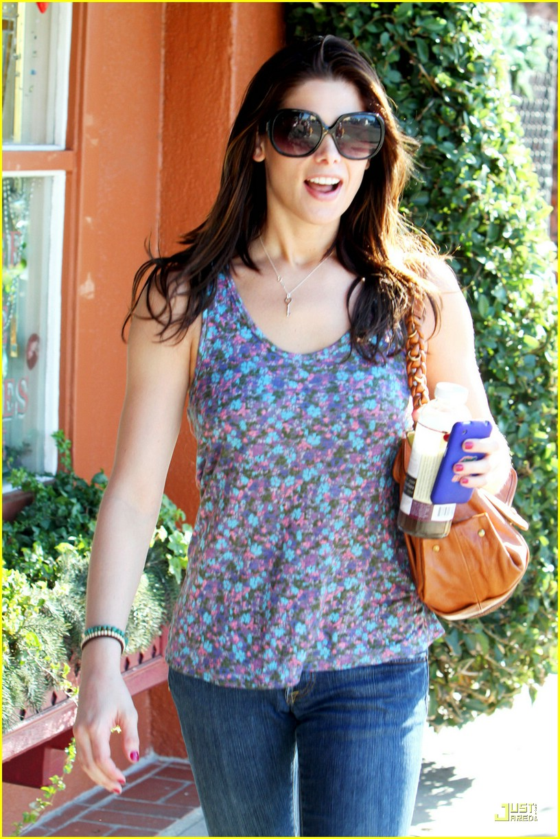 ashley greene aroma cafe 11