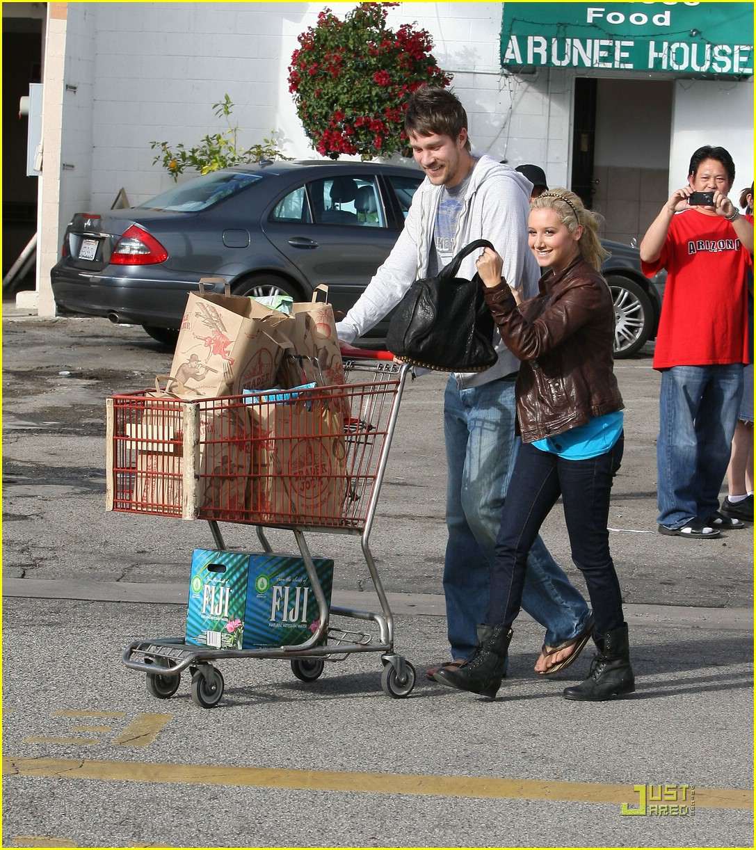 ashley tisdale scott speer trader joes 12