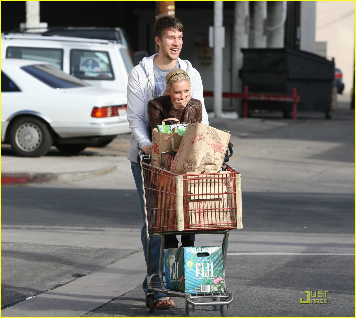 ashley tisdale scott speer trader joes 13