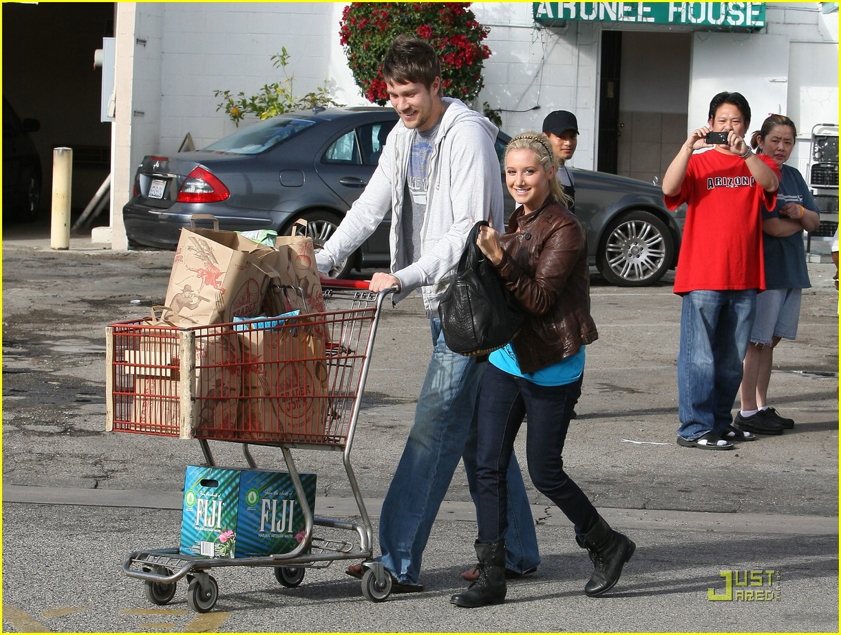 ashley tisdale scott speer trader joes 31