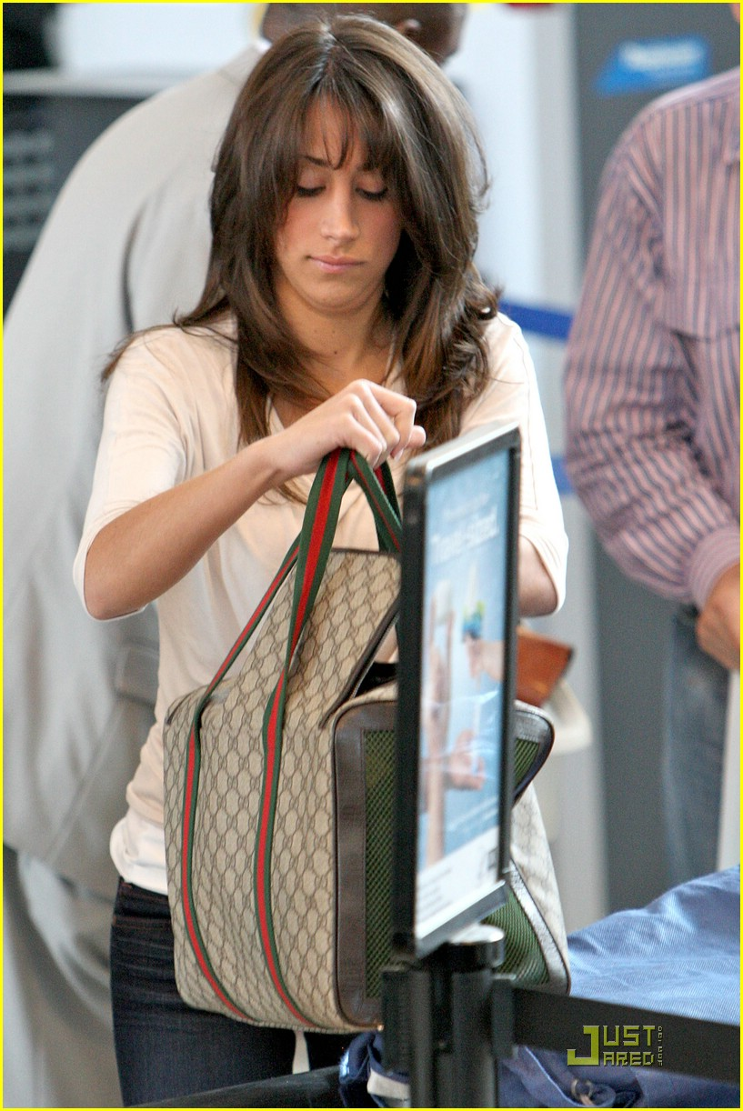 danielle jonas lax airport 01