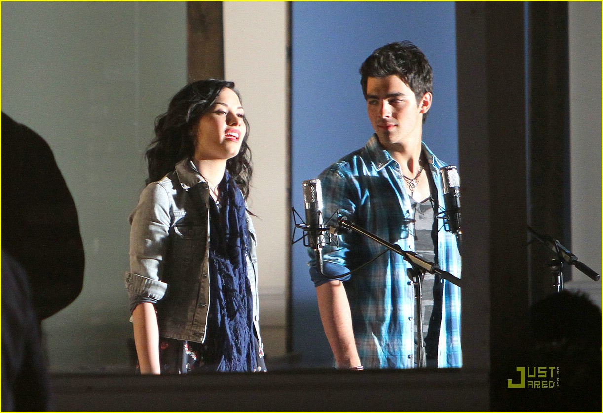 joe jonas demi lovato wave beach 01