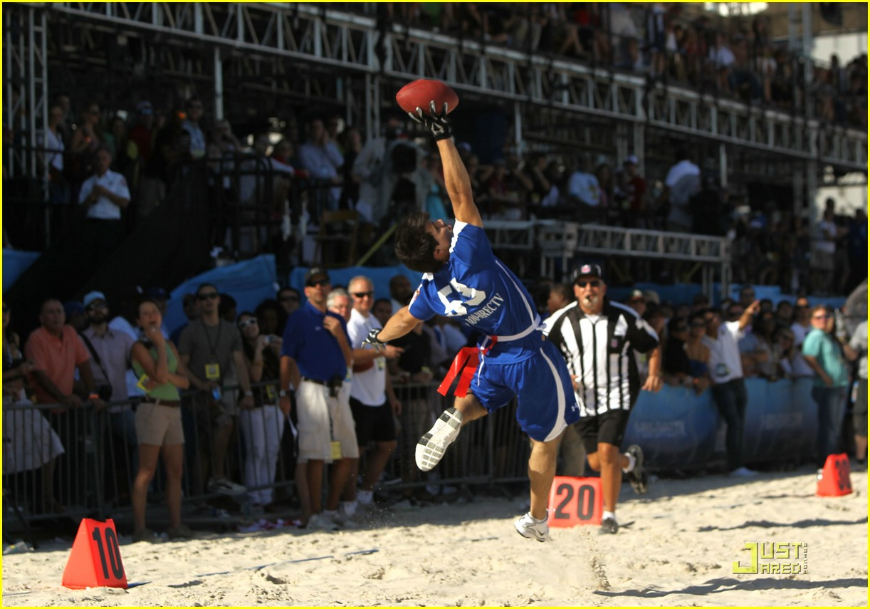 Sized Photo of taylor lautner face sand football 07 | Taylor Lautner ... Taylor Lautner