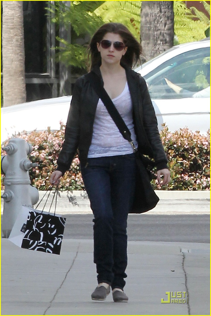 anna kendrick saks shopper 13