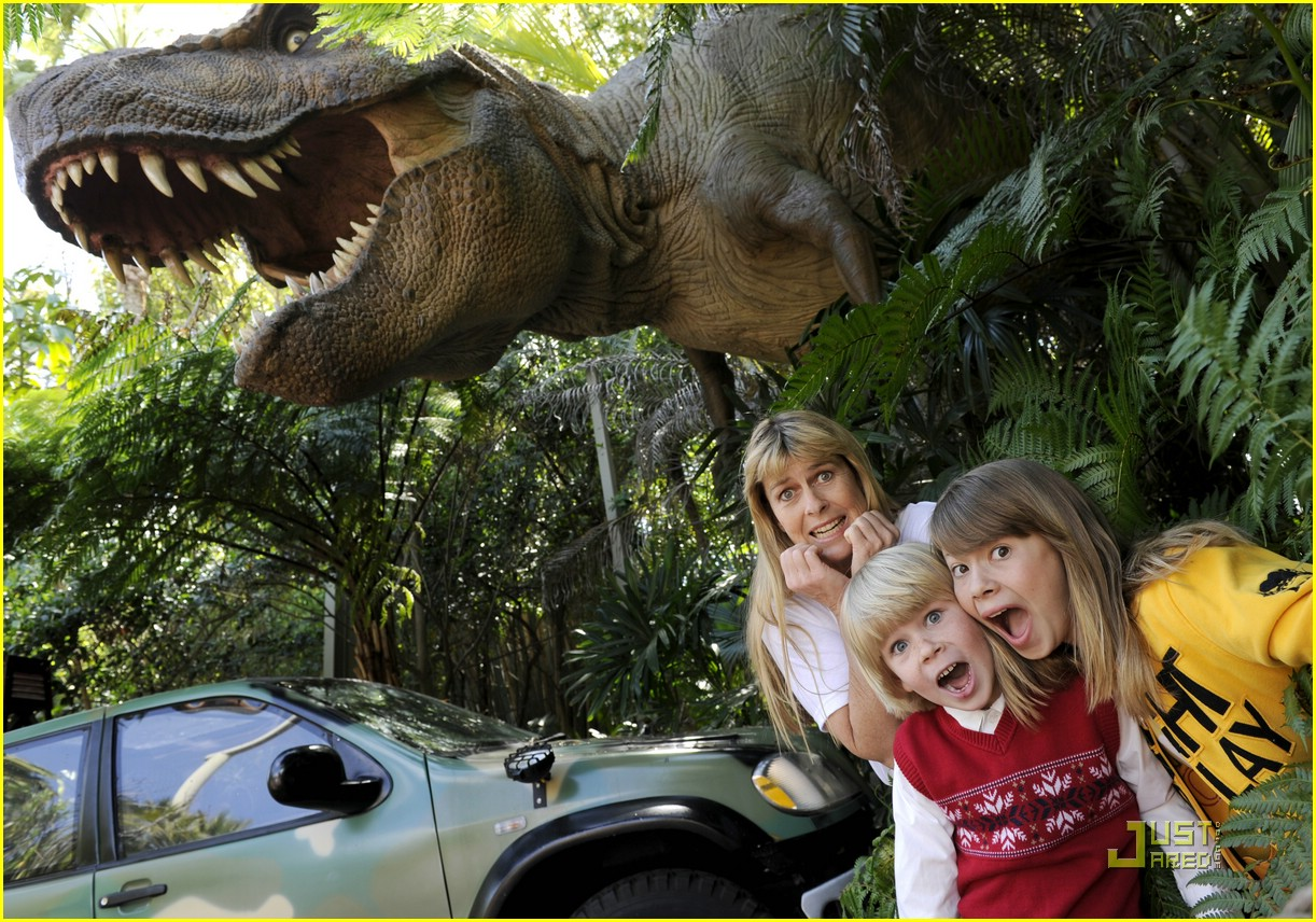 bindi irwin fakes fright 01