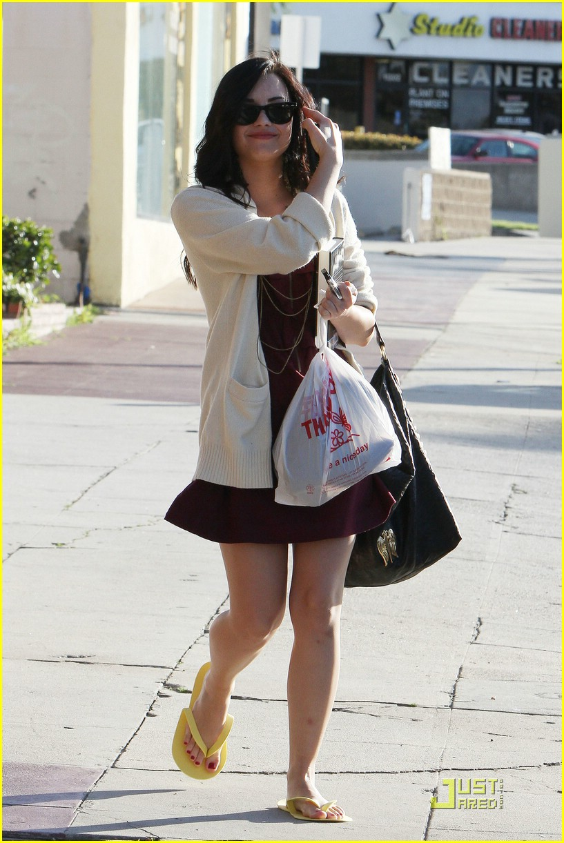 demi lovato pedicure pretty 08