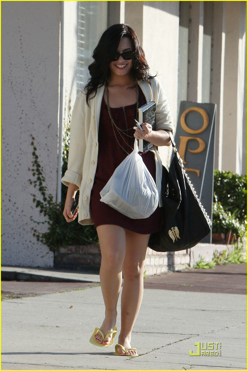 demi lovato pedicure pretty 10