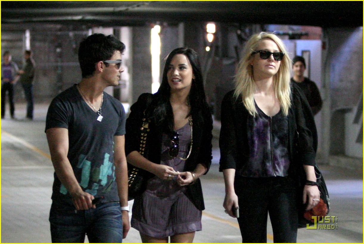 joe jonas demi lovato church 00