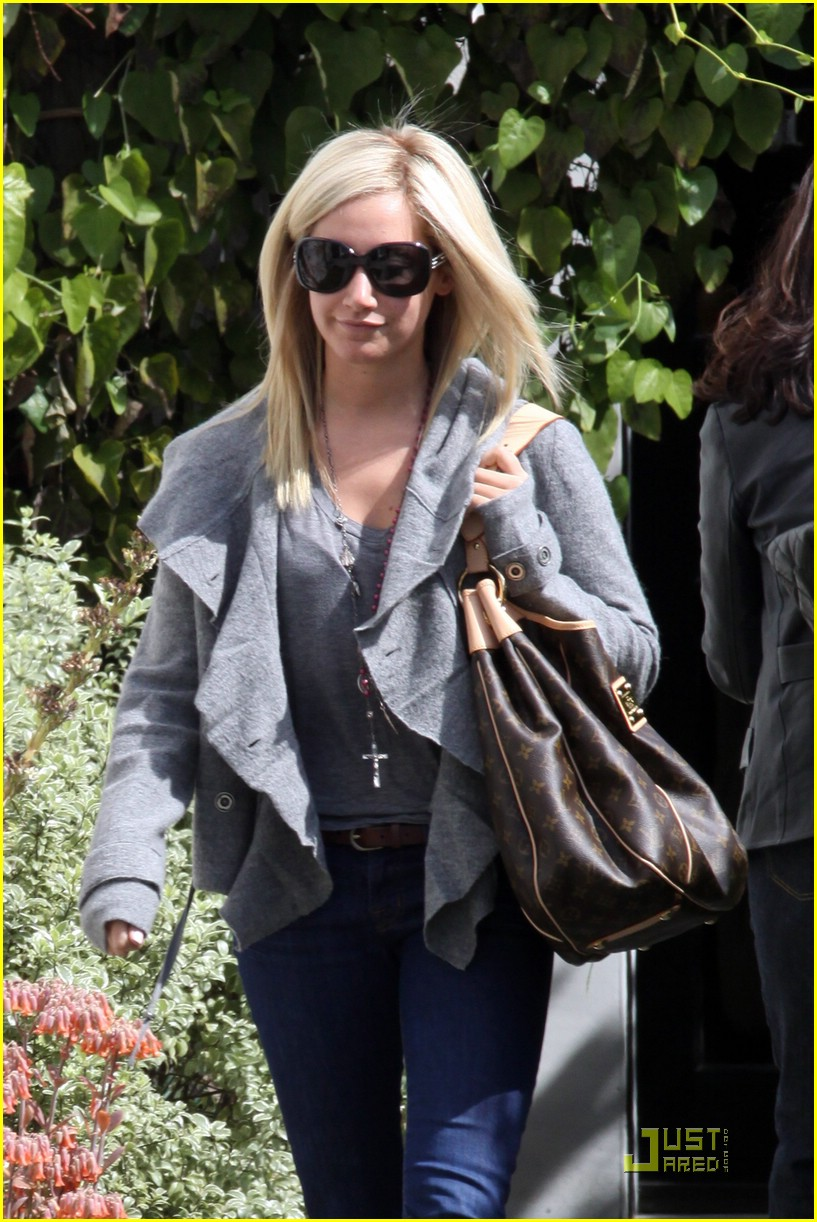 ashley tisdale salon run 08