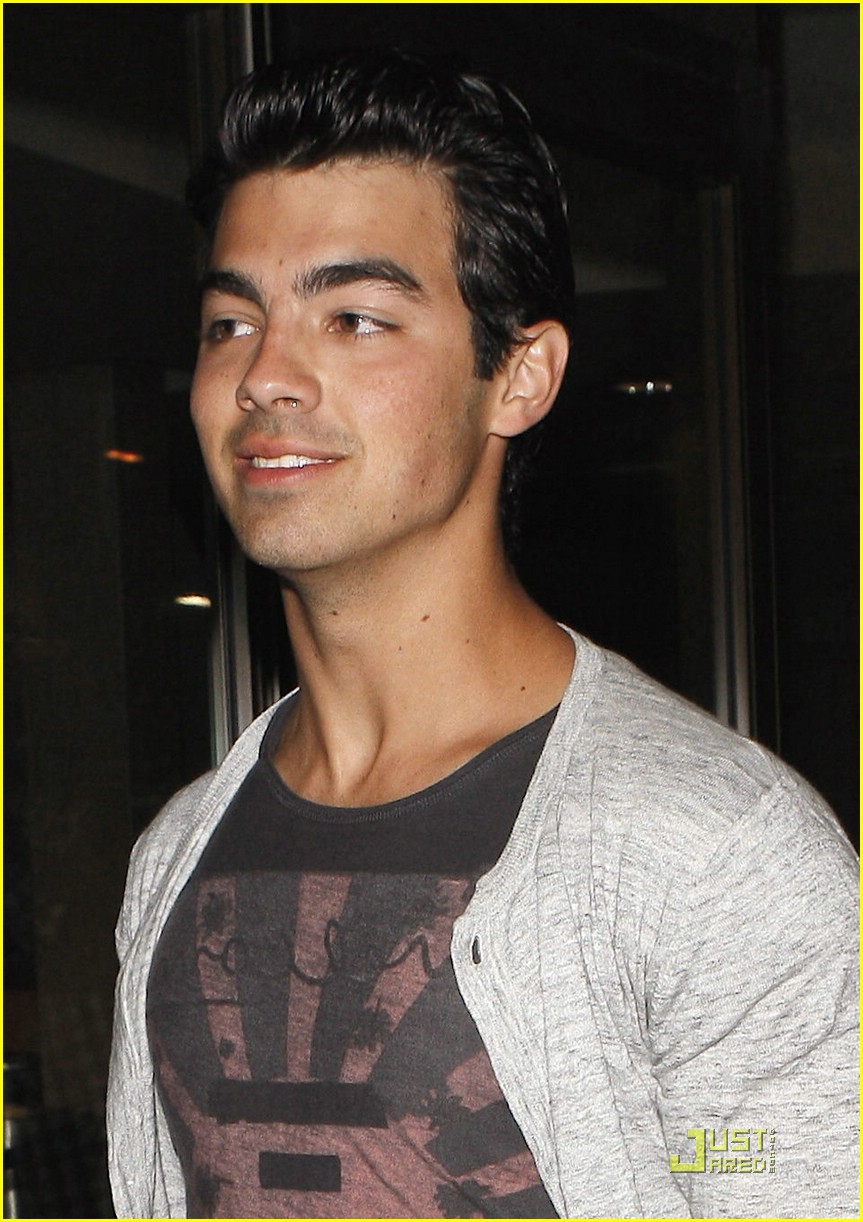 joe jonas demi lovato date night 01