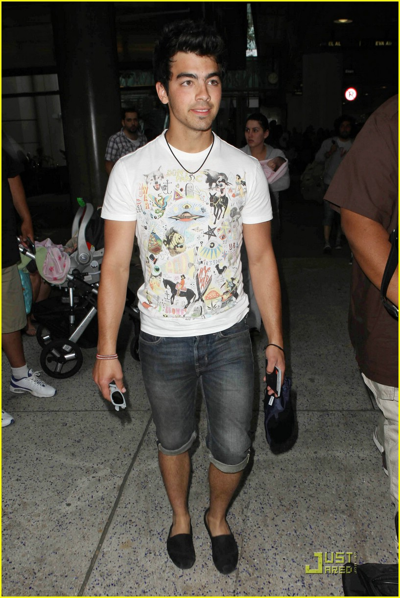 joe jonas cabo cutoffs 08