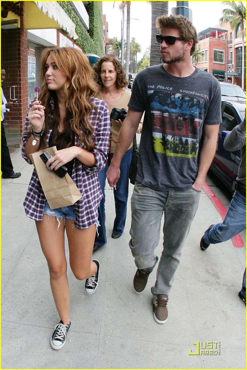 miley cyrus liam hemsworth lollipop 18