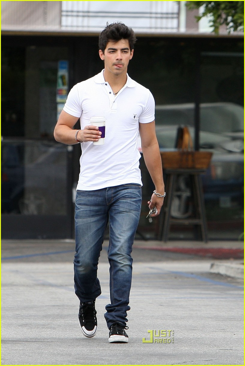 joe jonas patys restaurant nick jonas 07