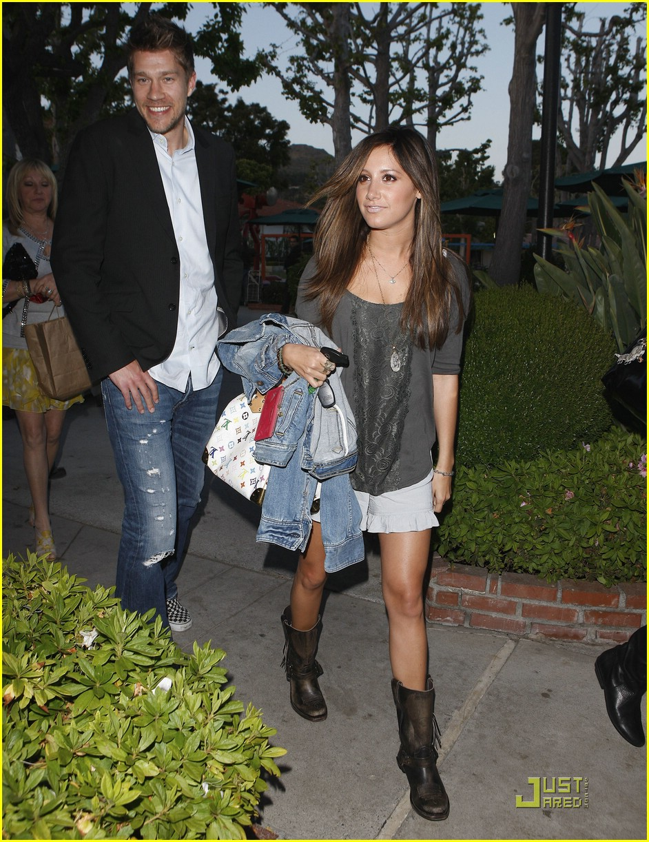 ashley tisdale mothers day 02