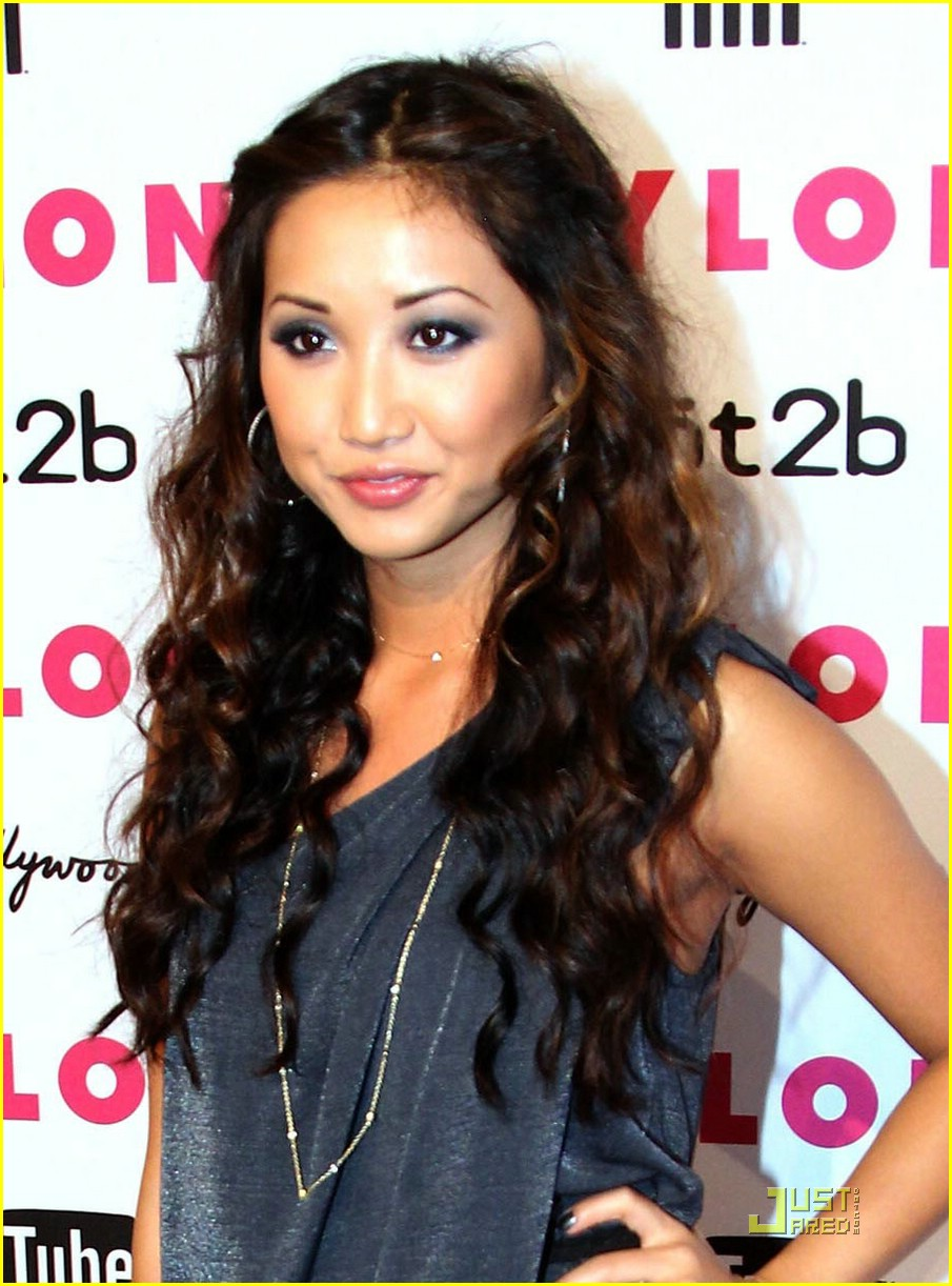 brenda song trace cyrus couple up 05
