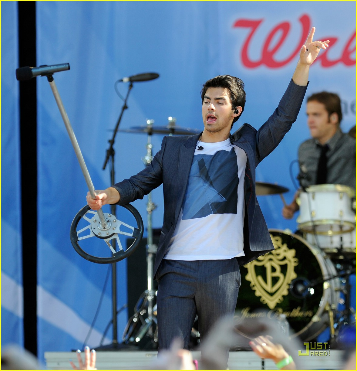 jonas brothers demi lovato gma 08
