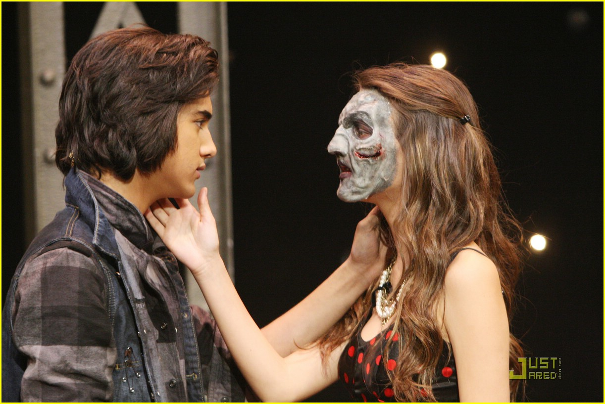 victoria justice victorious zombie 01