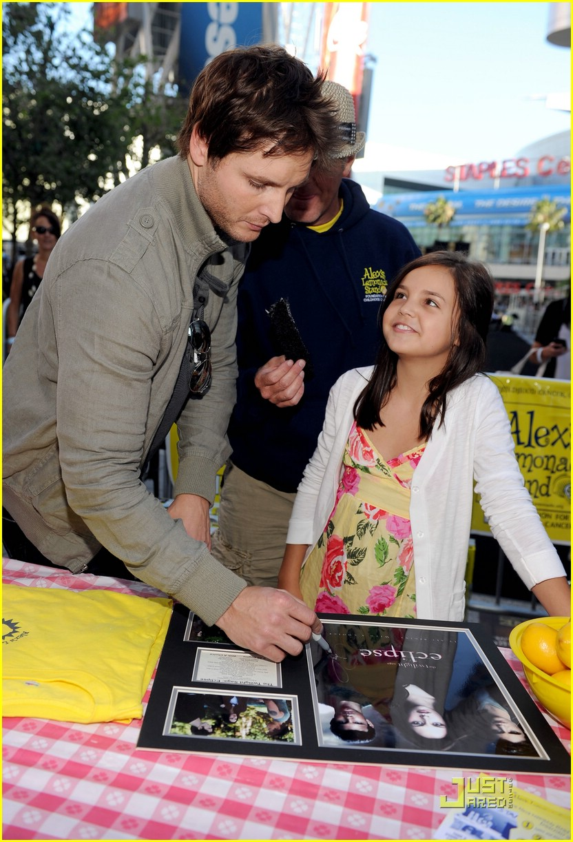 bailee madison peter facinelli lemonade 06