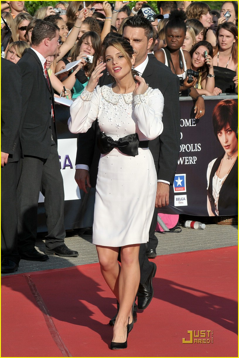 ashley greene bow belgium 01