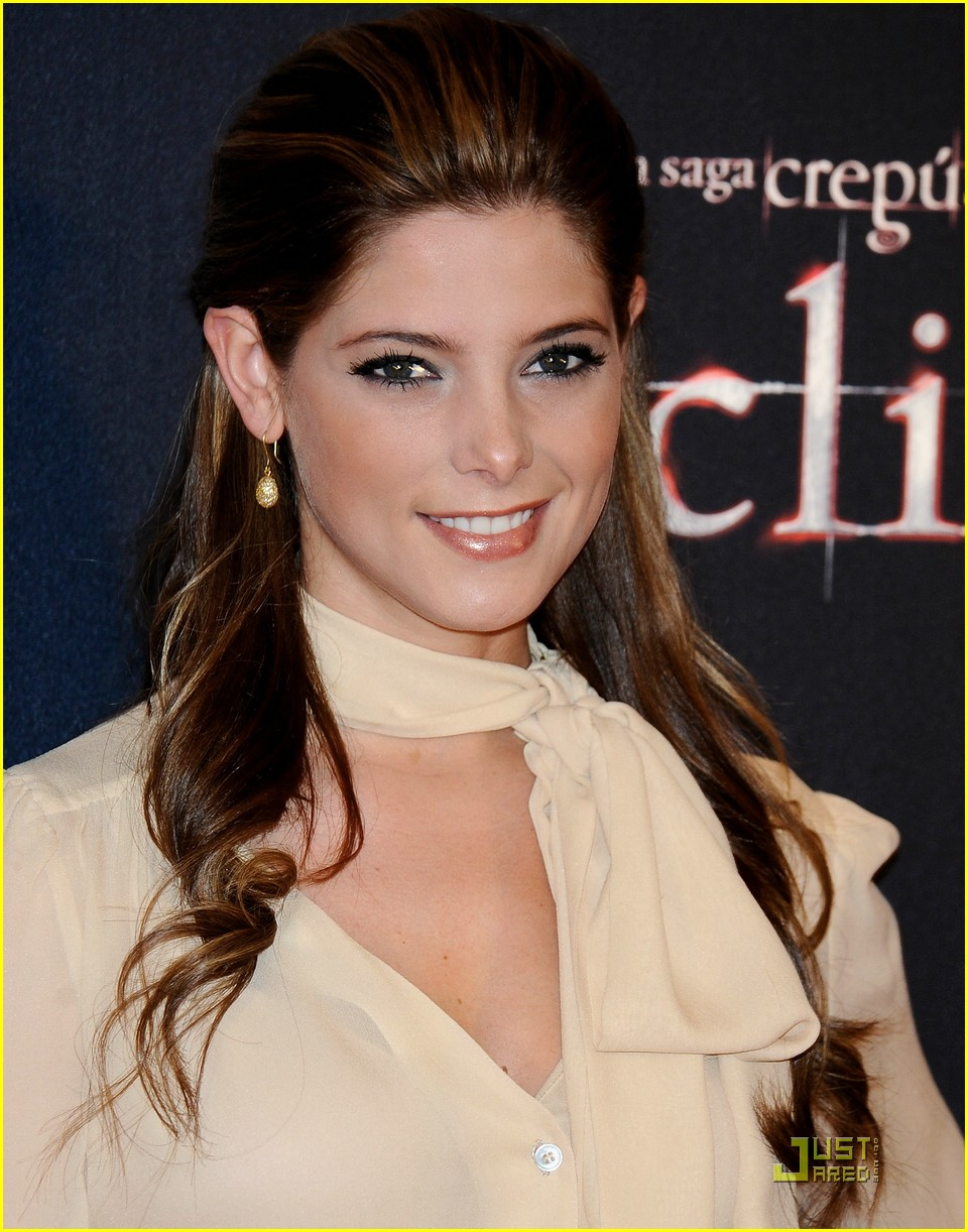 ashley greene xavier samuel madrid 31