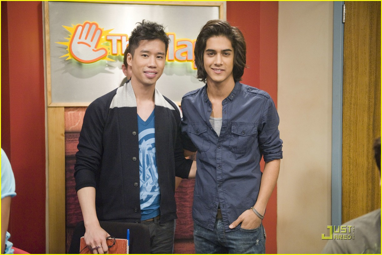 justjared guest victorious 22