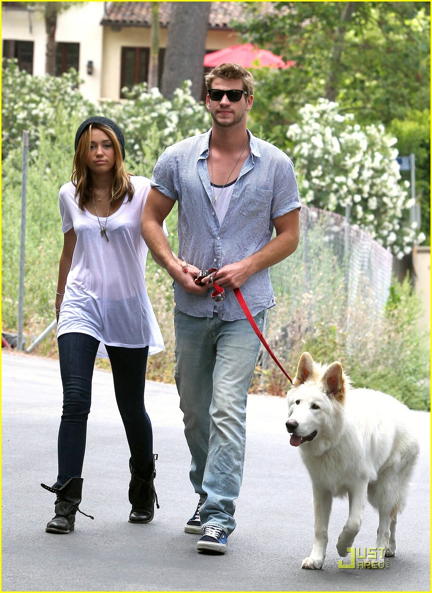 miley cyrus liam hemsworth mate 02