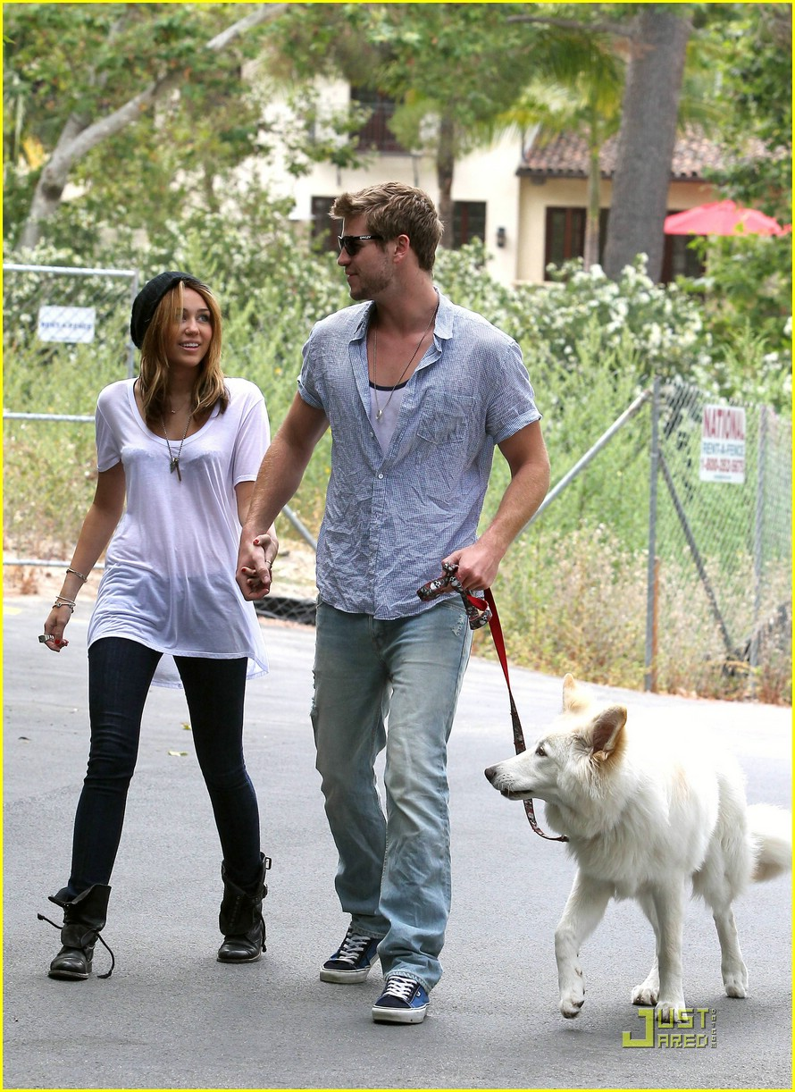 miley cyrus liam hemsworth mate 05